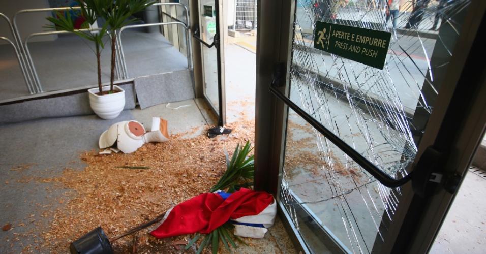 Invasão deixou estragos no centro de imprensa