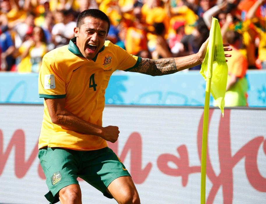 Logo depois da Holanda abrir o placar, Tim Cahill empatou para a Austrália com belo gol