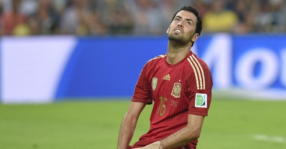 Meia Busquets parece não acreditar na eliminação da Espanha ainda na primeira fase da Copa