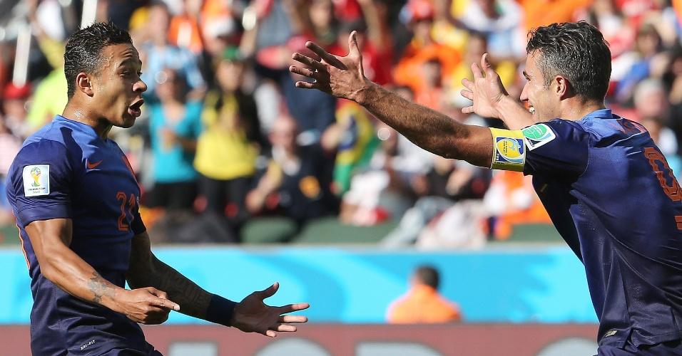 Memphis Depay comemora muito após fazer o terceiro gol holandês contra a Austrália