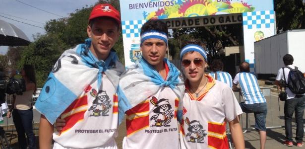 Meninos que jogam em time da cidade de Lionel Messi visitam seleção em Belo Horizonte