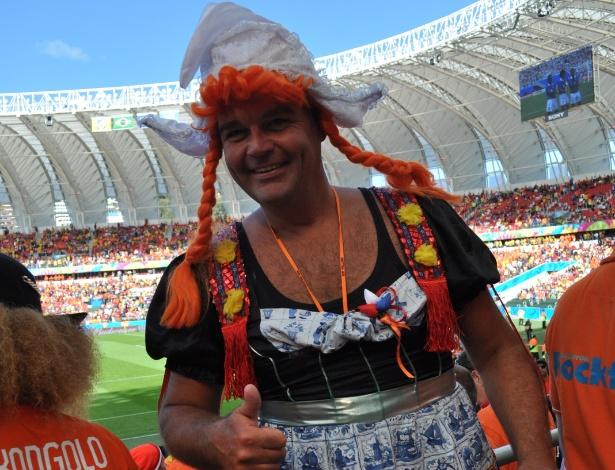 O cantor holandês Paul van Schaijik foi ao jogo Holanda x Austália vestido de mulher