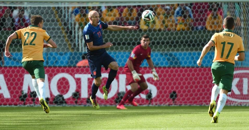 Robben se prepara para chute durante partida contra a Austrália, no Beira-Rio