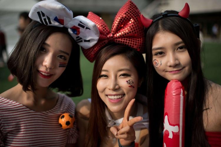 Sul-coreanas se empolgam na torcida pela sua seleção na Copa
