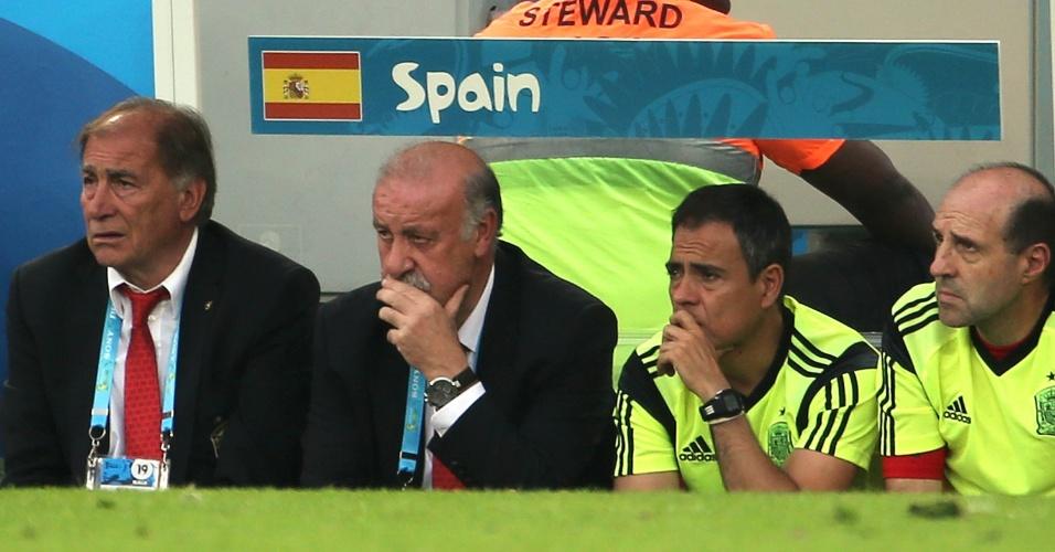 Técnico espanhol Vicente del Bosque fica desolado após o segundo gol chileno no Maracanã