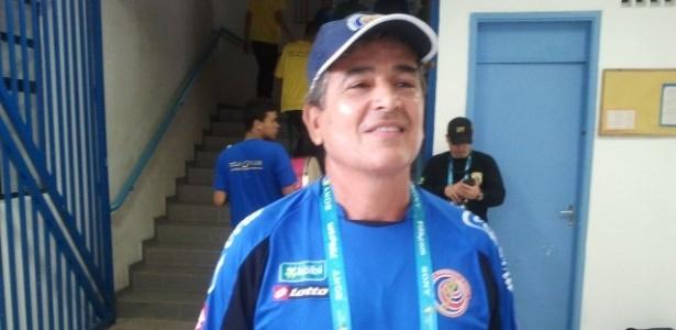 Técnico Jorge Luis Pinto, da Costa Rica, cogita alteração mesmo após vitória contra o Uruguai na estreia
