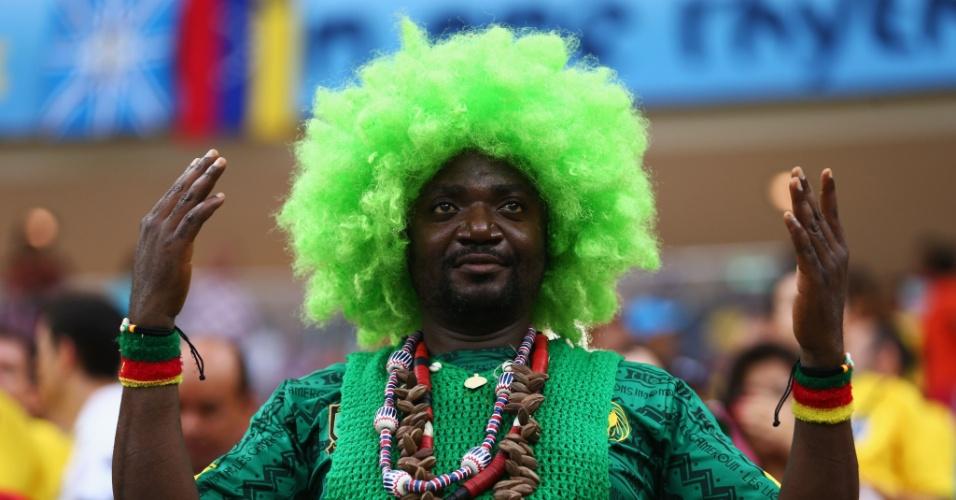 Torcedor fantasiado antes do segundo jogo de Camarões na Copa do Mundo