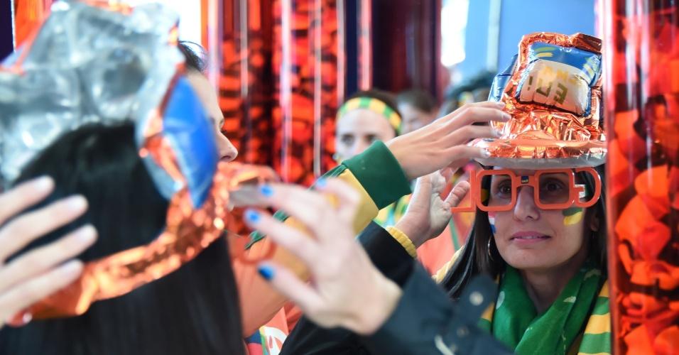 Torcedora capricha na fantasia para assistir a Holanda x Austrália no Beira-Rio