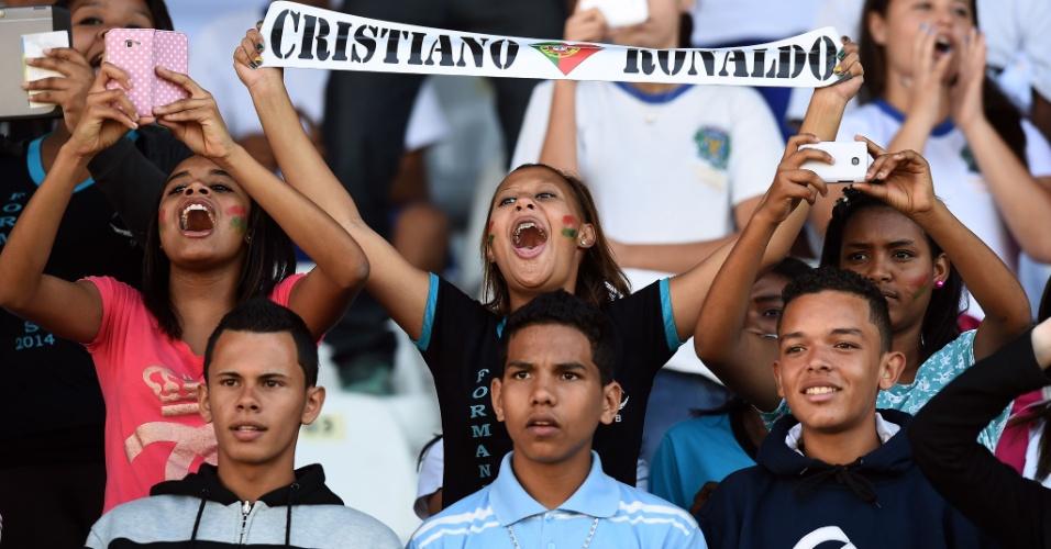 Torcedoras vão à loucura por causa de Cristiano Ronaldo no treino de Portugal em Campinas