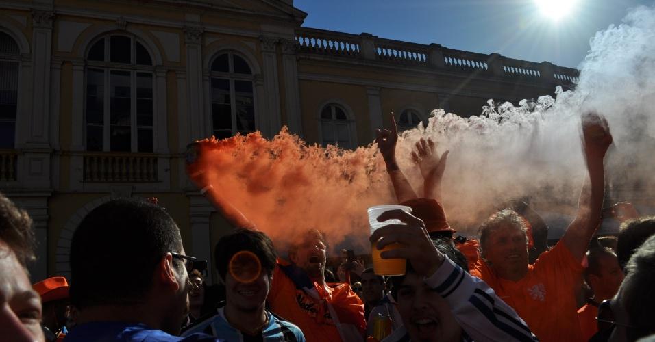 Torcedores holandeses fazem festa nas ruas de Porto Alegre antes do jogo contra a Austrália