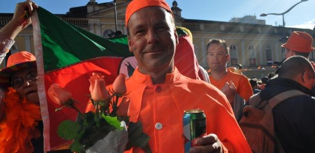 Todo holandês carregava uma cerveja ou um chope em Porto Alegre antes de jogo com a Austrália