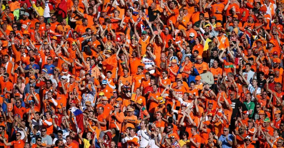 Torcida da Holanda faz a festa no Beira-Rio. Equipe vence a Austrália por 3 a 2