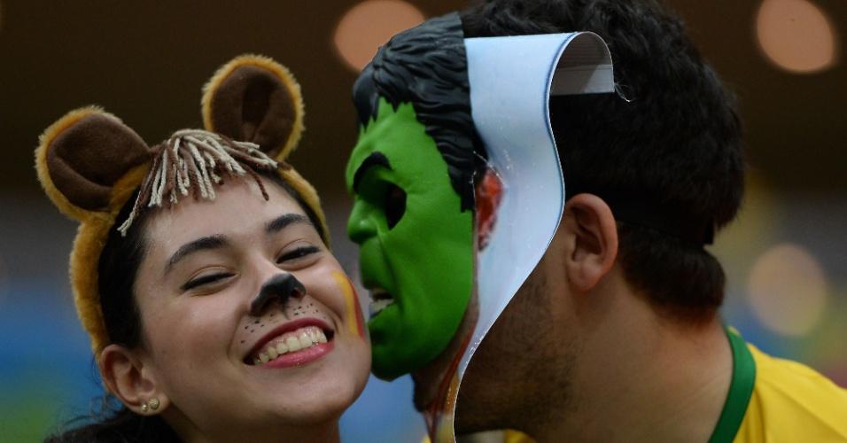 Torcedora ganha beijo do Hulk antes de jogo na Arena Amazônia