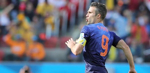 Van Persie comemora segundo gol da Holanda contra a Austrália, em Porto Alegre