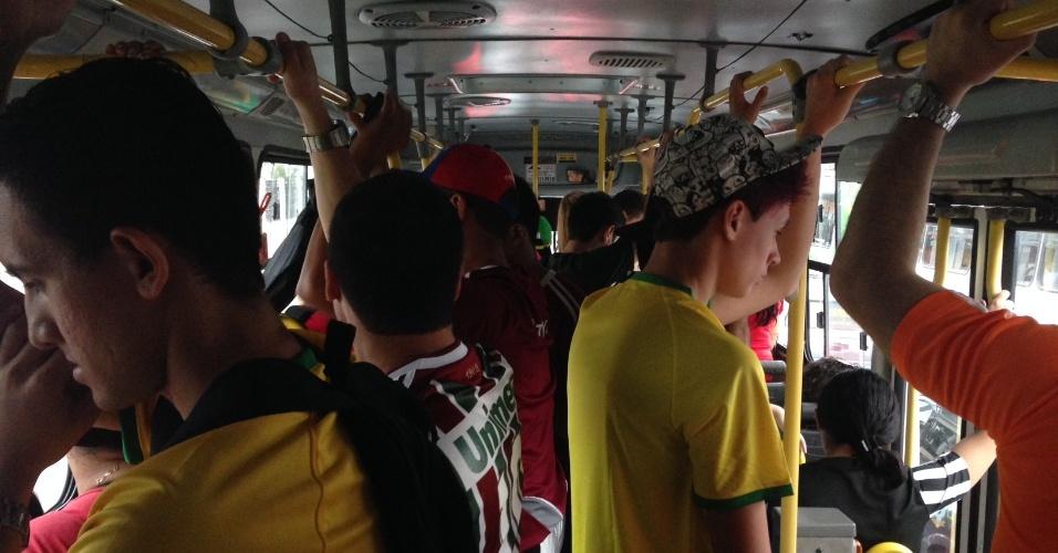 Viagem para o estádio demorou e pessoas reclamaram do serviço