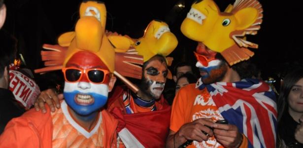 Festa de estrangeiros toma madrugada de Porto Alegre e gera 30 toneladas de lixo a mais