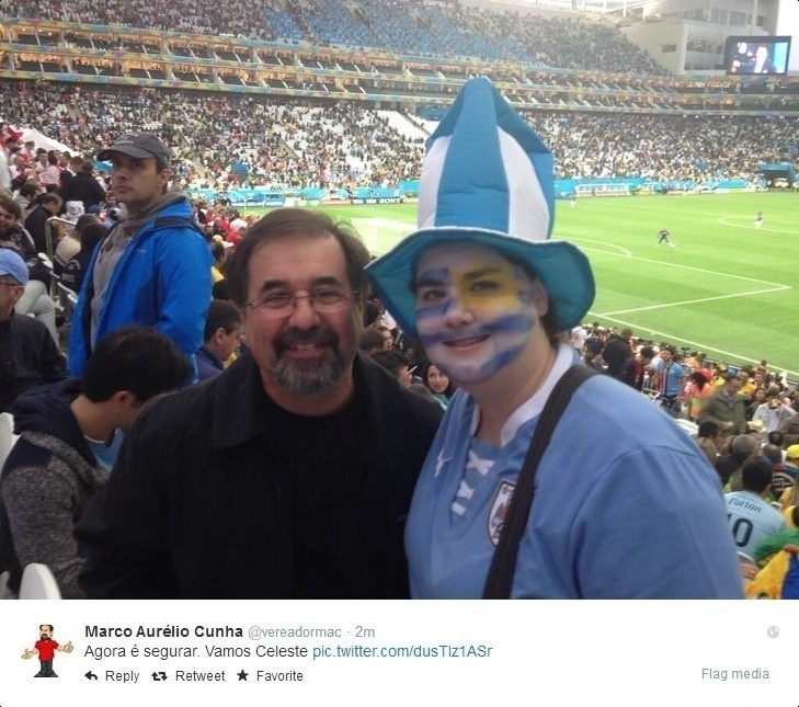 19.06.2014 -  Marco Aurélio Cunha acompanha jogo do Uruguai