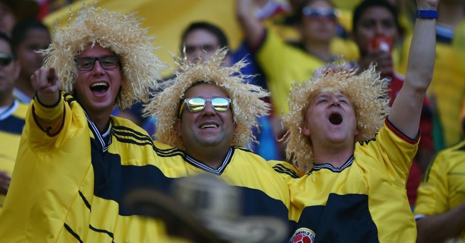 19.jun.2014 - Este trio de 'Valderramas' quis mostrar que está unido na torcida pela Colômbia contra a Costa do Marfim