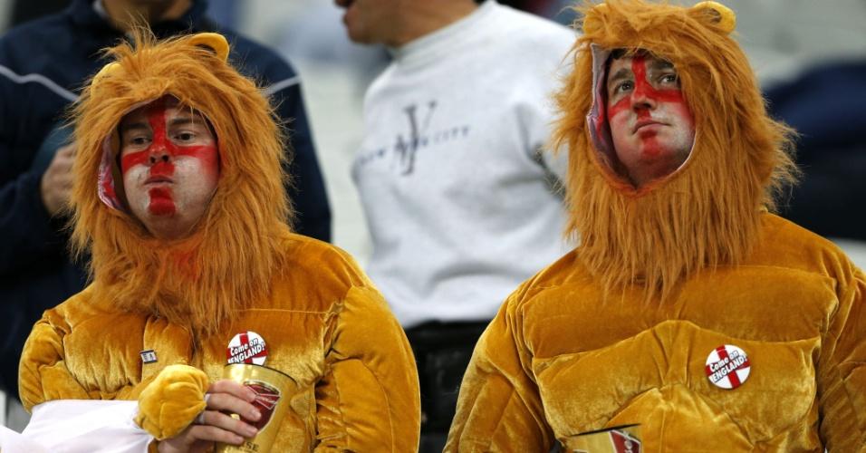 19.jun.2014 - Os leões ingleses ficaram mansinhos após a derrota por 2 a 1 para o Uruguai