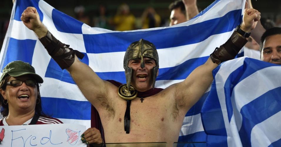 19.jun.2014 - Seja de Esparta ou de Atenas, este torcedor grego mostrou estar pronto para a guerra