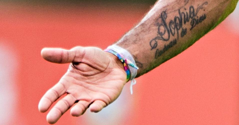 A temática religiosa é uma das mais comuns entre os tatuados da seleção, junto às homenagens à família. Na imagem, Dante