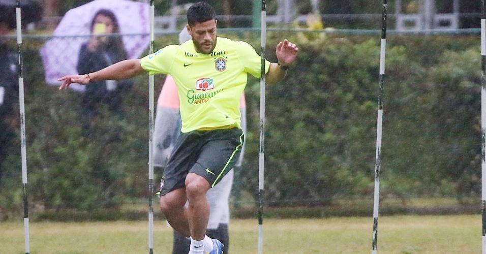 Após sentir contusão antes do jogo contra o México, Hulk treina normalmente em Teresópolis