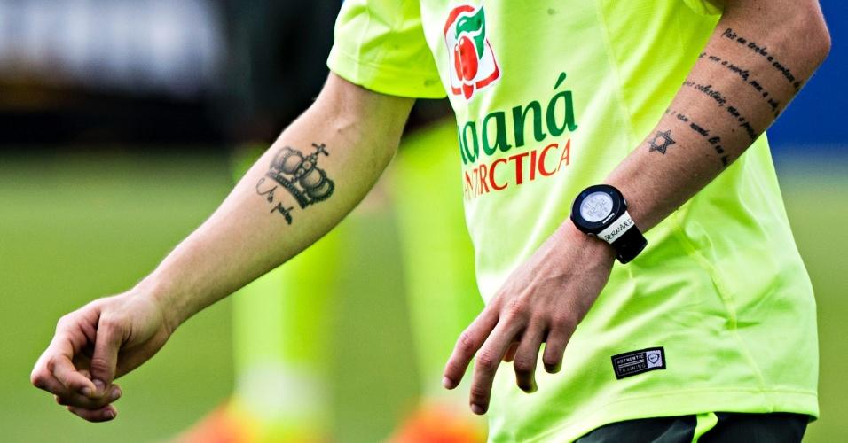 jogadores e torcedores da copa exibem suas tatuagens - bol fotos