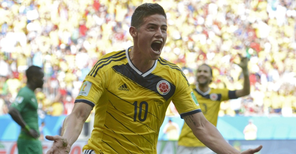 Colombiano James Rodriguez comemora gol marcado contra a Costa do Marfim