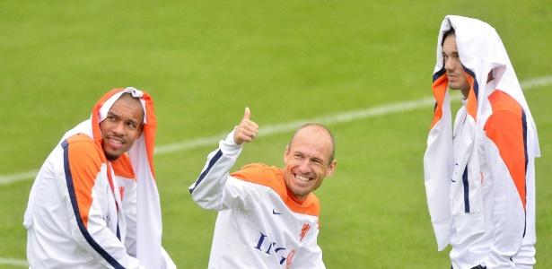 O holandês Robben (centro) já fez três gols e até bateu recorde de velocidade durante fase de grupos