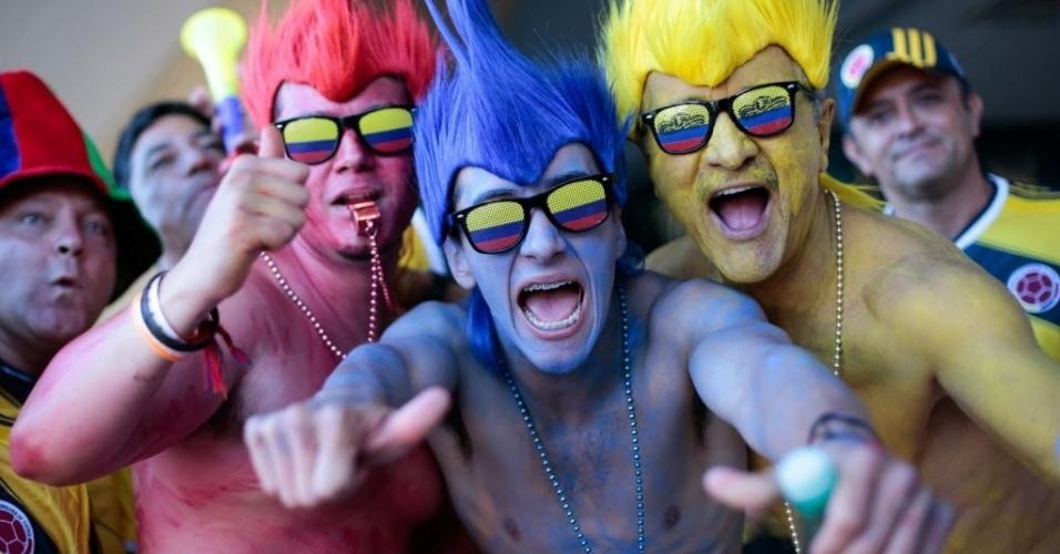 Com corpo pintado, colombianos fazem festa em frente ao estádio Mané Garrincha