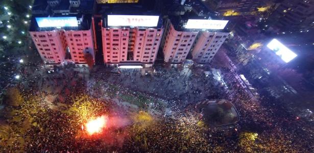 Comemoração chilena em Santiago teve fogo e confronto com policiais
