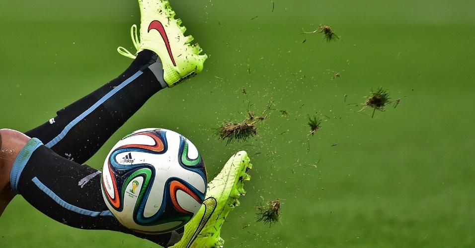 Depois de perder na estreia, uruguaio tira até a grama do Itaquerão para tentar vencer a Inglaterra