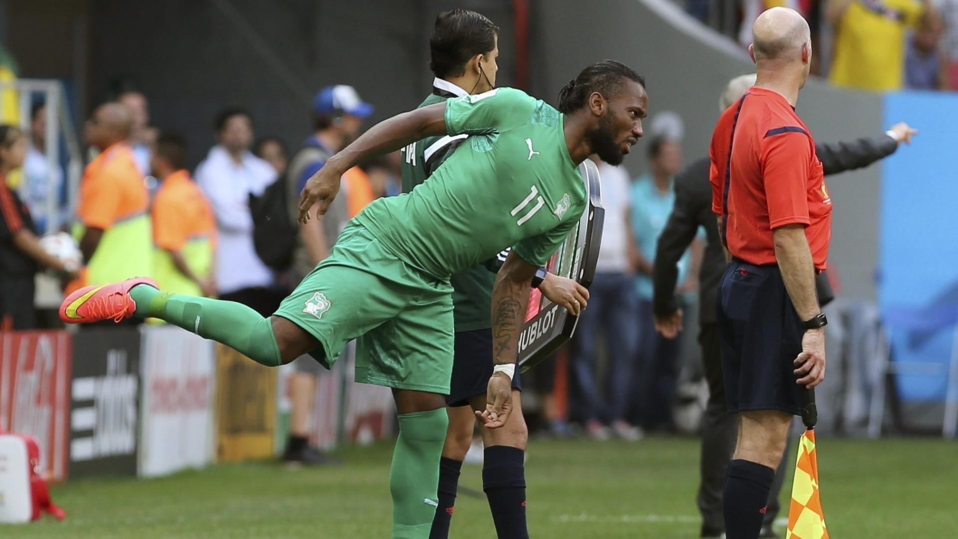 Drogba entra em campo no segundo de jogo contra a Colômbia