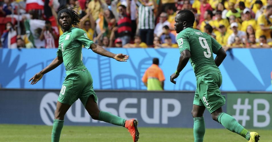 Gervinho comemora único gol da Costa do Marfim contra a Colômbia, em Brasília