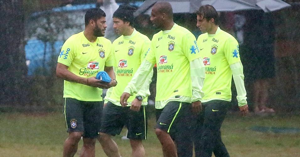 Hulk, Maxwell, Maicon e Henrique participam de treino do Brasil na Granja Comary