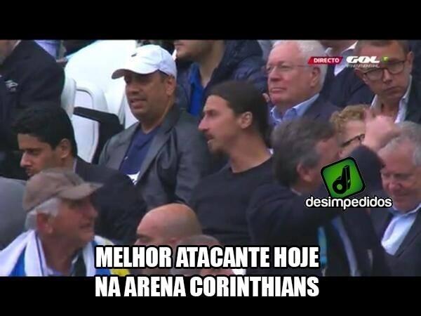 Ibra está no estádio vendo o jogo entre Inglaterra e Uruguai
