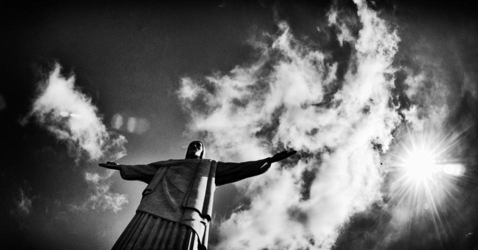 Imagem do Cristo Redentor na semana da abertura da Copa do Mundo no Brasil