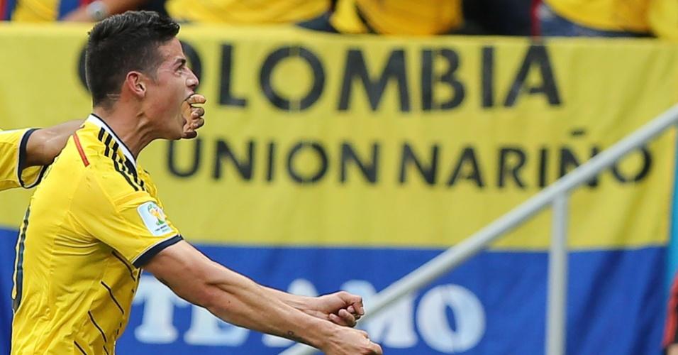 James Rodriguez comemora o primeiro gol da Colômbia sobre a Costa do Marfim