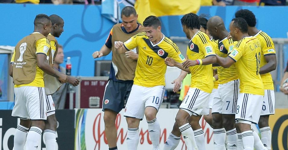 Jogadores da Colômbia dançam após primeiro gol da Colômbia contra a Costa do Marfim