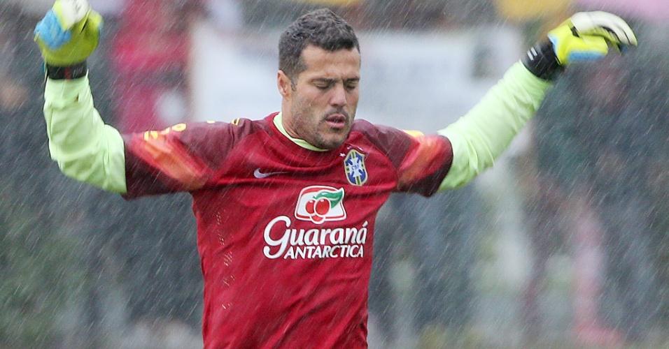Julio César participa de treino do Brasil na Granja Comary após empate por 0 a 0 com o México