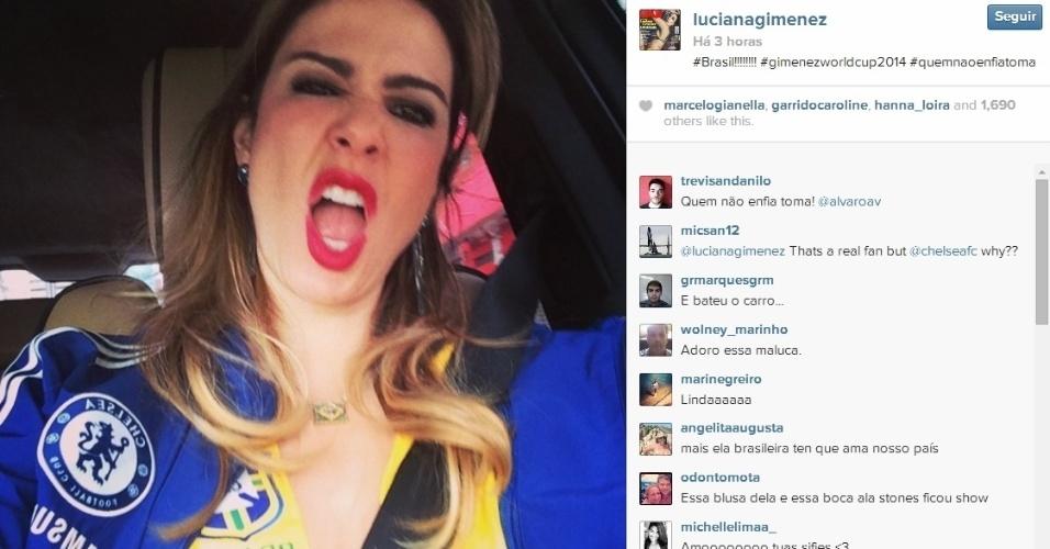 Luciana Gimenez vai a jogo entre Inglaterra e Uruguai com uniforme do Brasil e do Chelsea