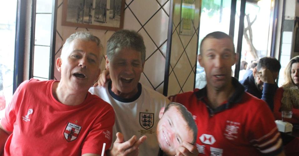 Na partida do Uruguai contra Inglaterra, Vila Madalena fica celeste