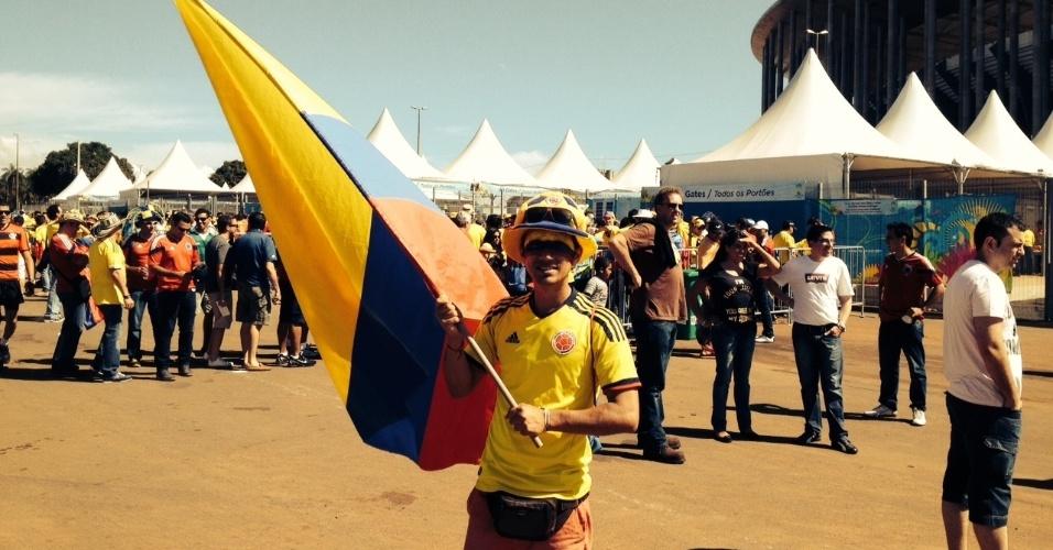 Nem as longas filas para entrar no Mané Garrincha tiram a animação dos torcedores colombianos