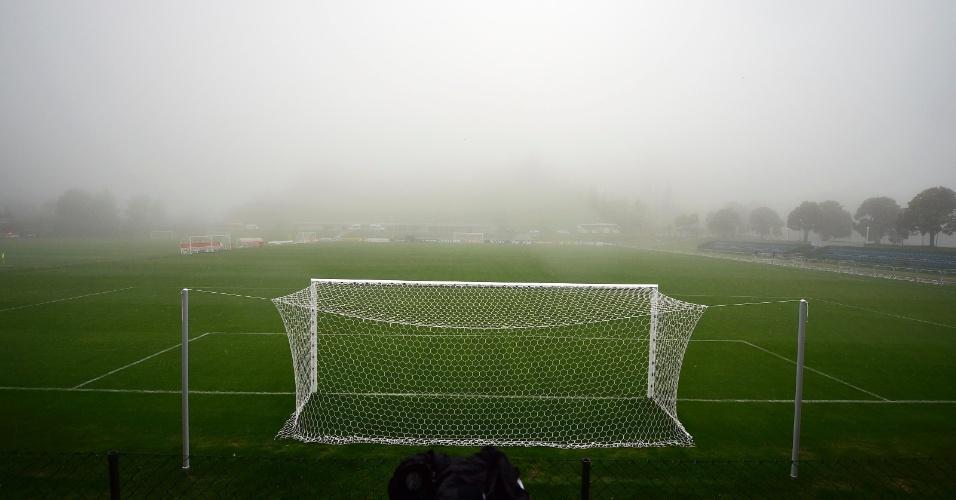 O gramado da Granja Comary antes do treino da seleção brasileira da tarde desta quinta-feira é tomado pela neblina