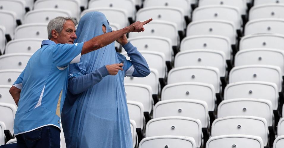"""19.jun.2014 - O jogo não é no Maracanã, mas o """"fantasma uruguaio"""" continua assombrando nesta Copa do Mundo"""