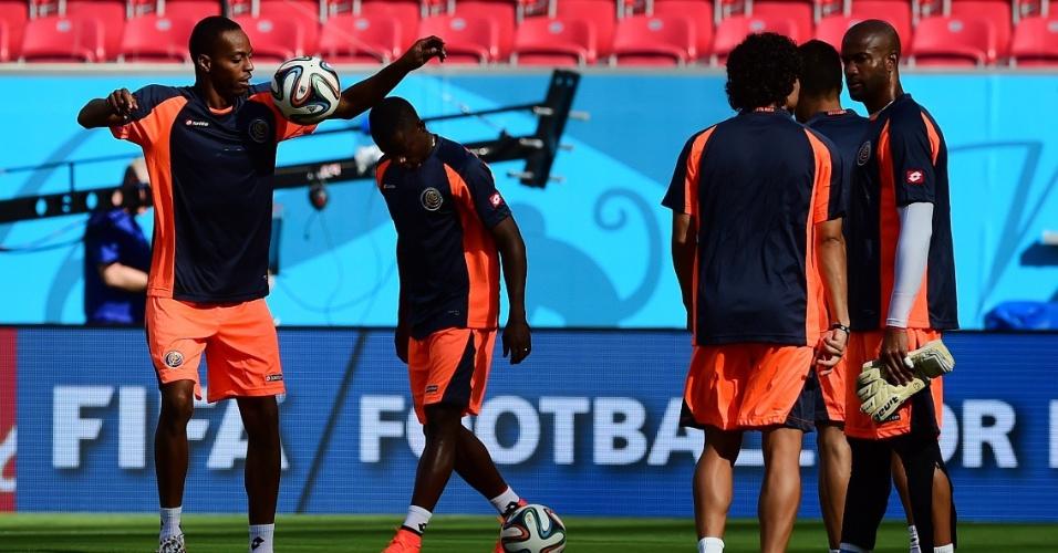 Os jogadores de Costa Rica treinaram na Arena Pernambuco. A seleção enfrenta a Itália em Recife, nesta sexta-feira, às 13h