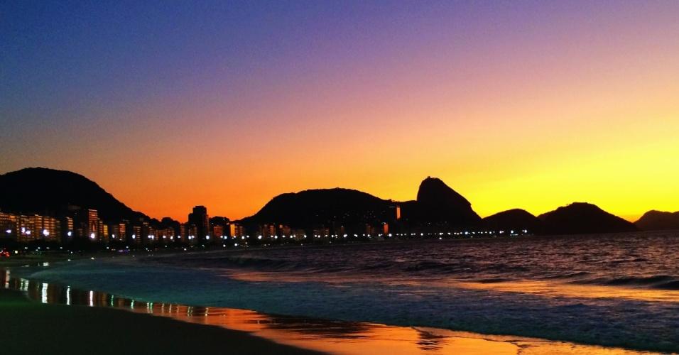 Pôr do sol na praia de Copacabana na semana da abertura da Copa do Mundo do Brasil