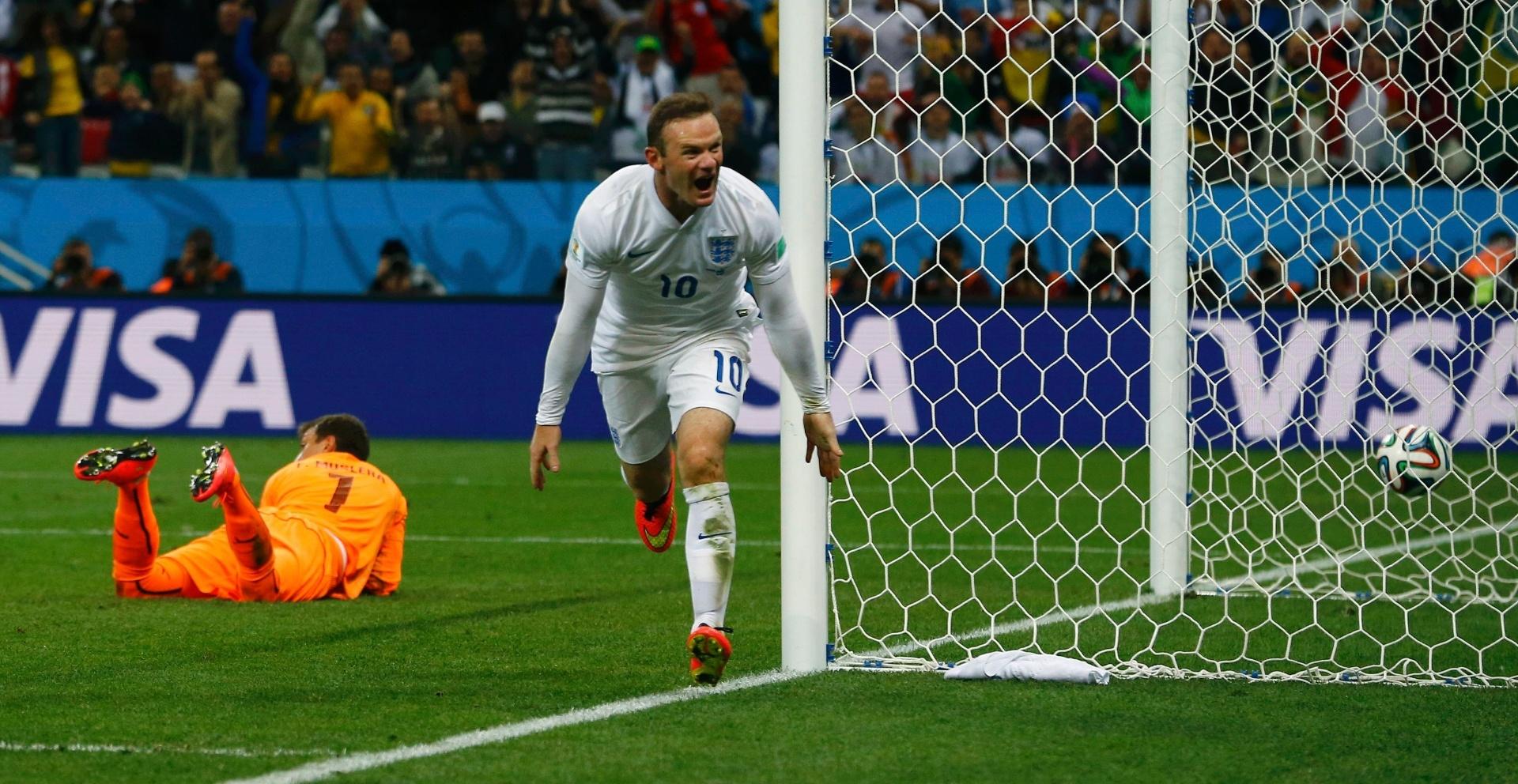 19.jun.2014 - Rooney comemora após marcar o gol de empate da Inglaterra, mas Suárez marcou em seguida e deu a vitória para o Uruguai por 2 a 1