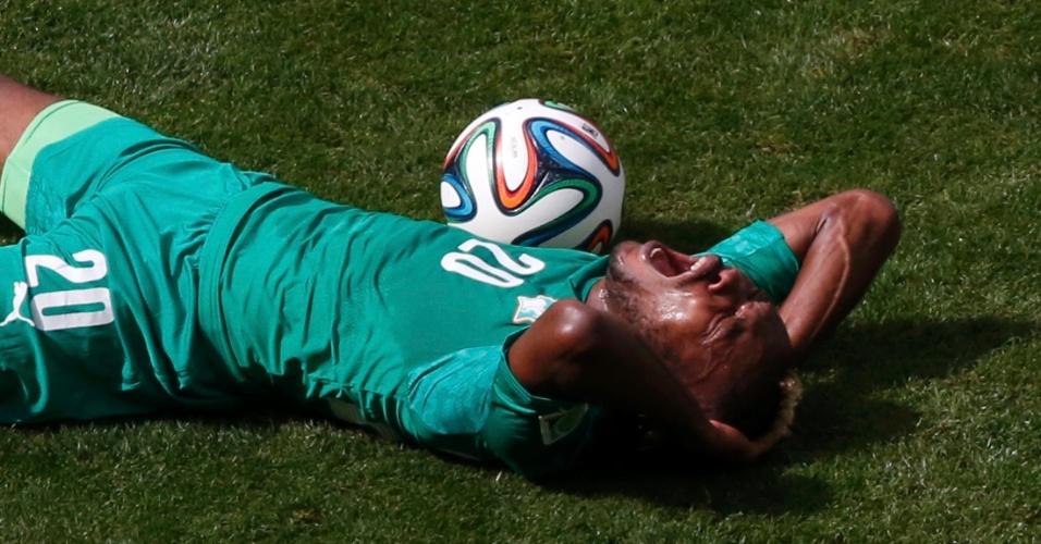 Serey Die grita muito após sofrer falta de colombiano em partida pelo grupo C da Copa do Mundo