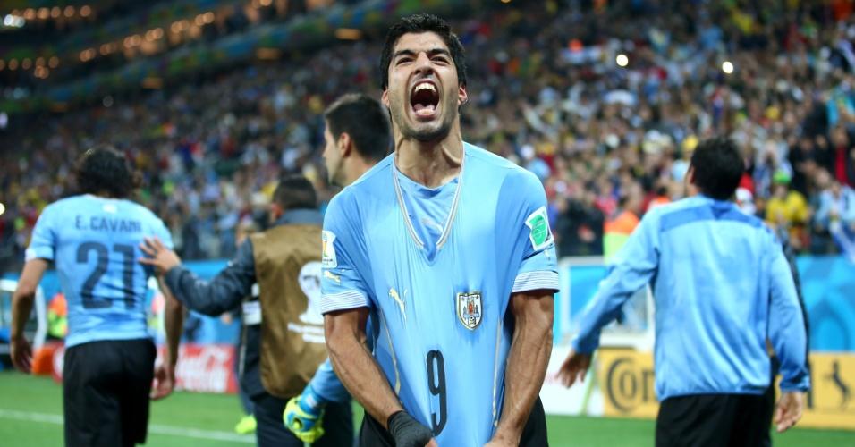 Suárez mostra toda sua vontade após marcar o segundo do Uruguai na vitória contra a Inglaterra